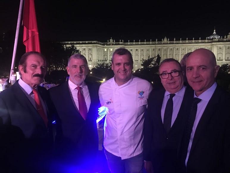 De izquierdo a derecha: Benito Gálvez, Emilio Osorio, José Álvarez, Pedro M. de la Cruz y Diego Martínez Cano.