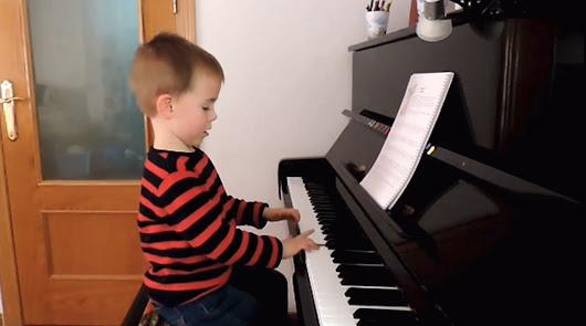 Un almeriense de cuatro años gana un certamen andaluz de piano