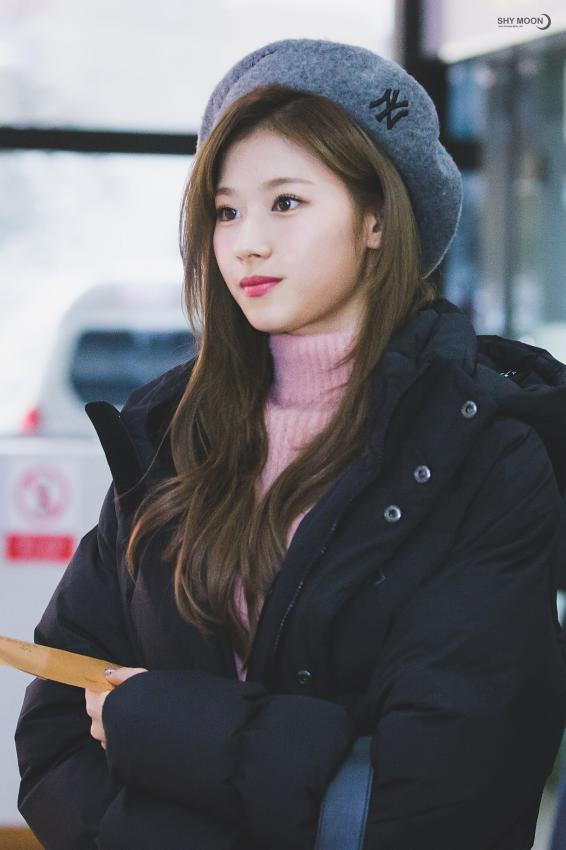 New York Yankees Wallpaper For Iphone 5 Twice S Sana Blows Away Her Fans In Recent Breathtaking