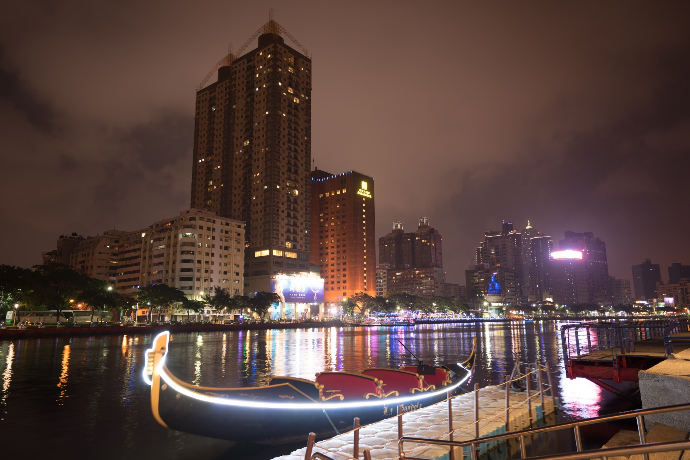 Taiwan Kaohsiung Love River evening view3