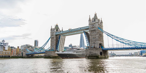 Ponant-London-Tower-Bridge.jpg - Passengers on a Ponant voyage get a close-up view of London's famed Tower Bridge.