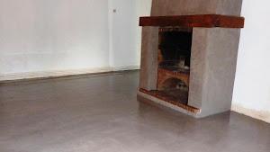 faire plan de travail en béton ciré dans la cuisine sur carrelage par Les Bétons de clara applicateur béton ciré Île-de-France Oise et Loiret
