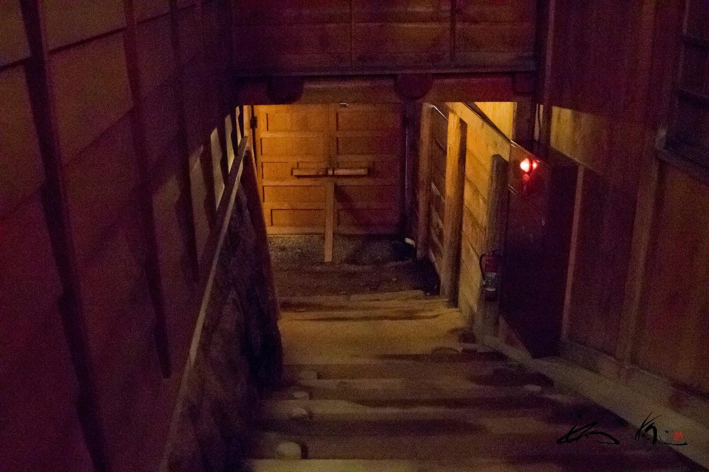 ハネダシへ続く階段