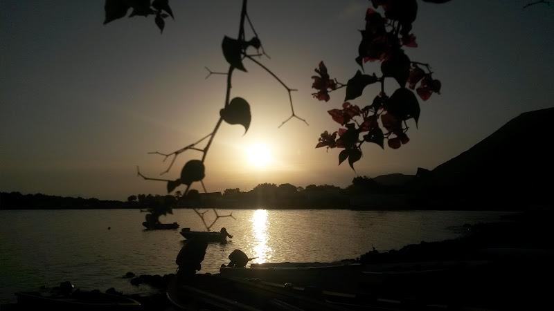 Tramonto sul lago di ConTatto