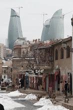 Photo: Baku senamiestis, o už jo Liepsnų bokštai   Baku old town, and behind you can see the Flame towers.