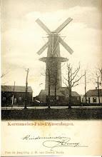 Photo: 1904 Oudst bekende foto van molen de Hoop met op de voorgrond het zwarte houten pakhuis waarin een houtzagerij gevestigd was.