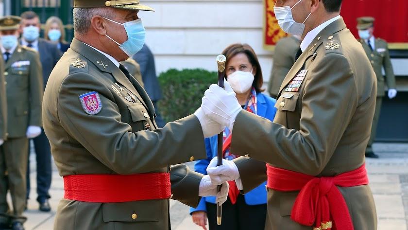Los generales Varela y Enseñat ante la ministra Robles (Foto: Ejército de Tierra)