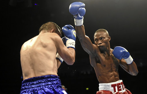 Zolani Tete forces Omar Andres Narvaez to defend in a fight in Belfast.