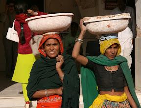 Photo: Tässä kuljetetaan laastia palatsin korjauksiin Jaipurissa
