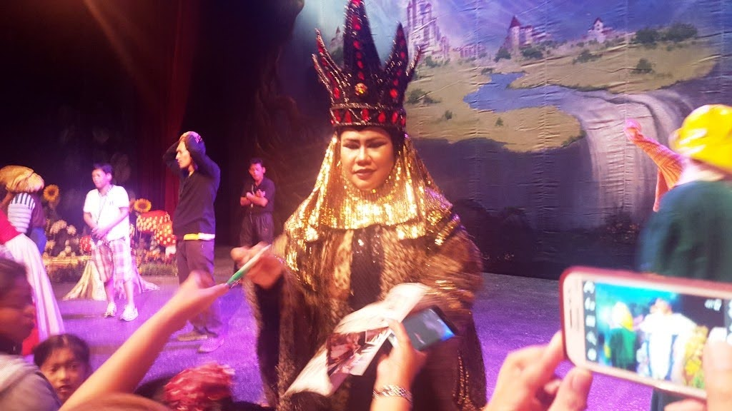 BITUIN ESCALANTE AS THE EVIL QUEEN