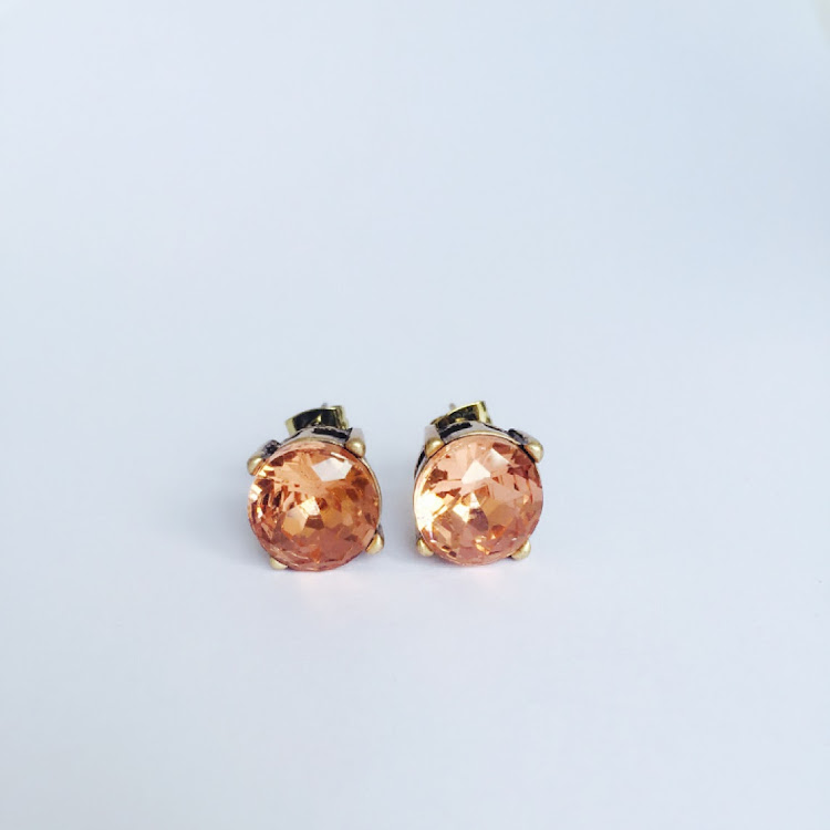 E035 - R. Comfy Red Rough-cut Stud Earrings