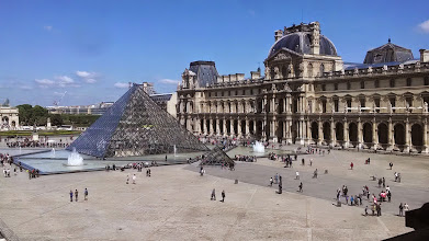 Photo: Louvre courtyard