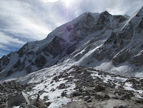 Photo: The pass has two high points with flags - about 500m apart on the moraine