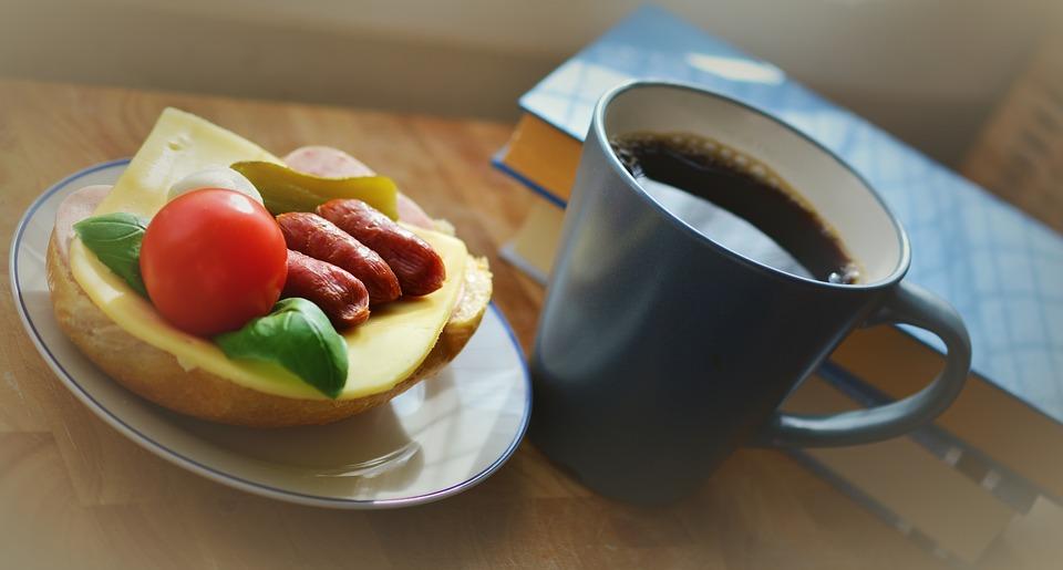 breakfast-2130001_960_720.jpg