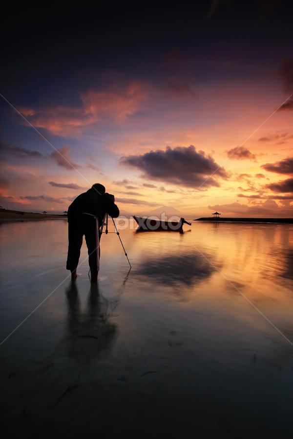 the landscaper by Linggar Saputra I Wayan - Landscapes Sunsets & Sunrises ( bali, landscaper, sunset, indonesia, sanur, sunrise )