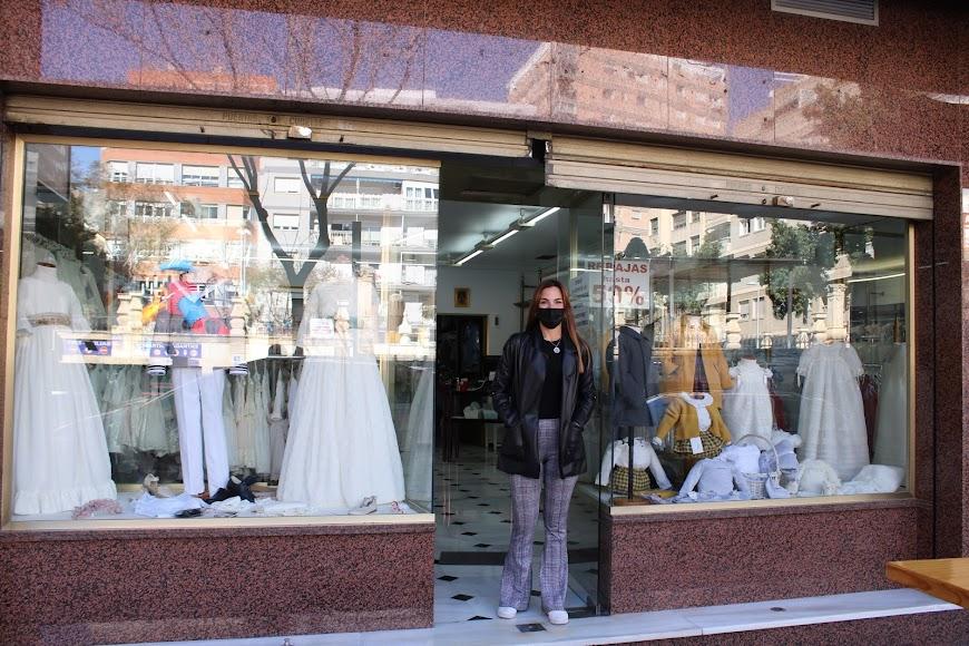 Comercios abiertos en el centro de la ciudad.