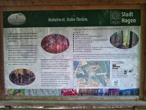 Photo: Informationstafel am ,RuheForst Philippshöhe' (Standort siehe Stadtplan-Ausschnitt auf dem Bild).
