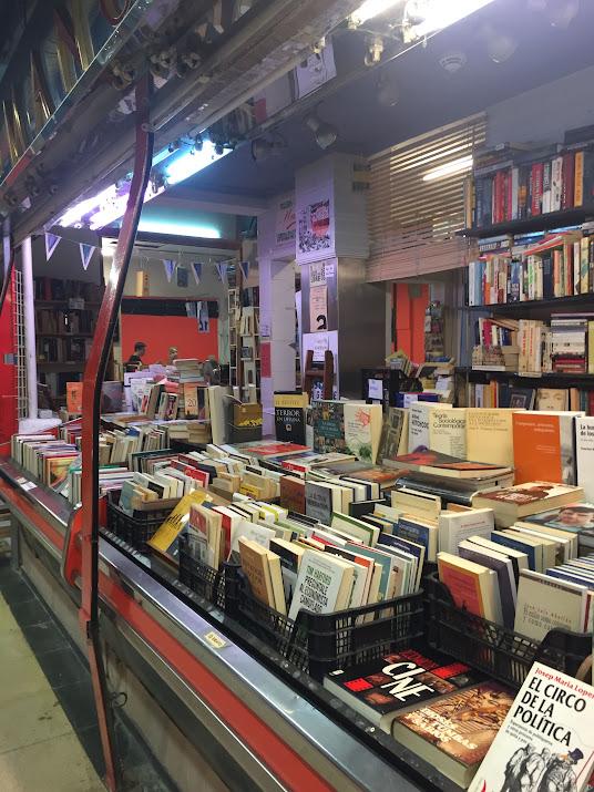 8-sorbos-de-inspiracion-libreria-la-casquería-libro-a-peso-libros-donados-mercado-de-san-fernando-librería-madrid
