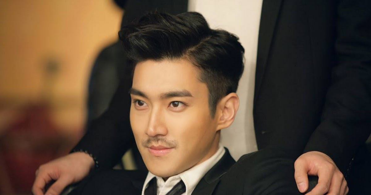 Images of Choi Siwon and his w...