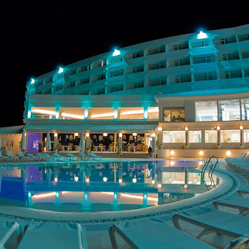 onhotel terrasse night pool