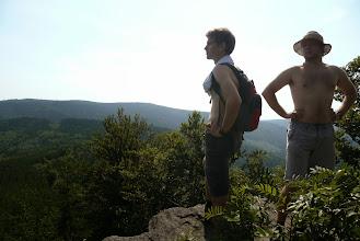 Photo: Honza a Lukáš se rozhlíží do krajiny