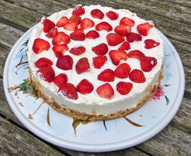 Photo: Strawberry and white chocolate cheese cake
