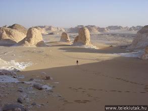 Photo: A Fehér-sivatag hegyei