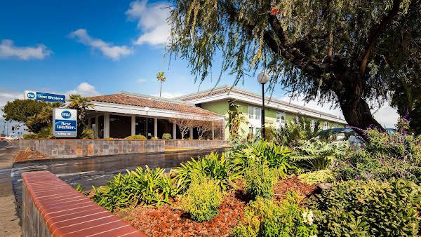 Best Western PLUS Village Inn