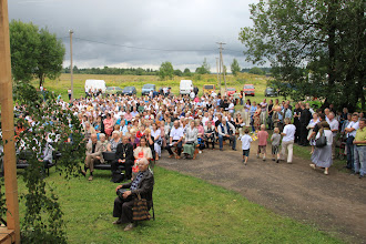 Photo: Many Russian Lutherans gathered together, despite the inclement weather, to celebrate the 400th anniversary of the ELCIR. They are pictured here in the village of Gubanitzi.