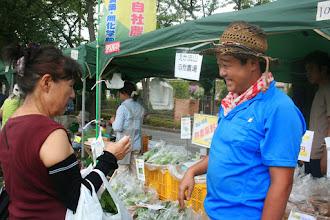 Photo: 西深井のえか流山自然農園さん ゴーヤ、ツルムラサキ、平安小菊という品種のかぼちゃ、ピー太郎という名前のピーマンなどを販売しました。