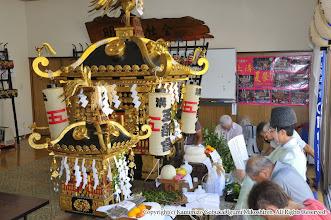 Photo: 【平成24年(2012) 宵々宮】  例年通り、亀ヶ池八幡宮宮司による御霊入れの儀が執り行われる。