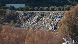 Acumulación de residuos en uno los principales vertederos del río en Mojácar.