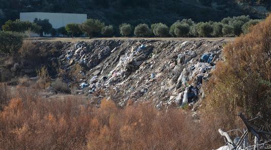 El Defensor del Pueblo Andaluz investiga los vertidos ilegales del Río Aguas