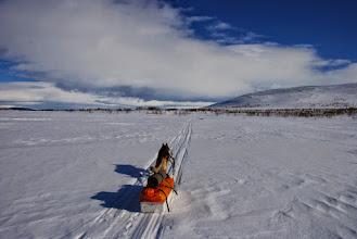 Kuva: Kohti Jogaksen kämppää, taustalla Porovaara