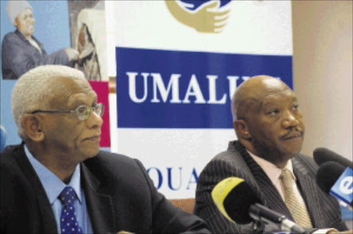 ANALYSING REPORTS: Chairperson of Umalusi Professor John Volmink (left) and chief executive officer Dr Mafu S Rakometsi. Pic: Peggy Nkomo. Circa 2009. © Sowetan.