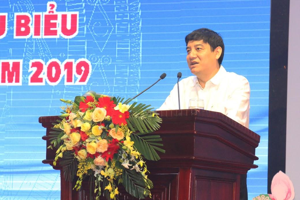 Đồng chí Nguyễn Đắc Vinh - Ủy viên Trung ương Đảng, Bí thư Tỉnh ủy phát biểu tại buổi gặp mặt