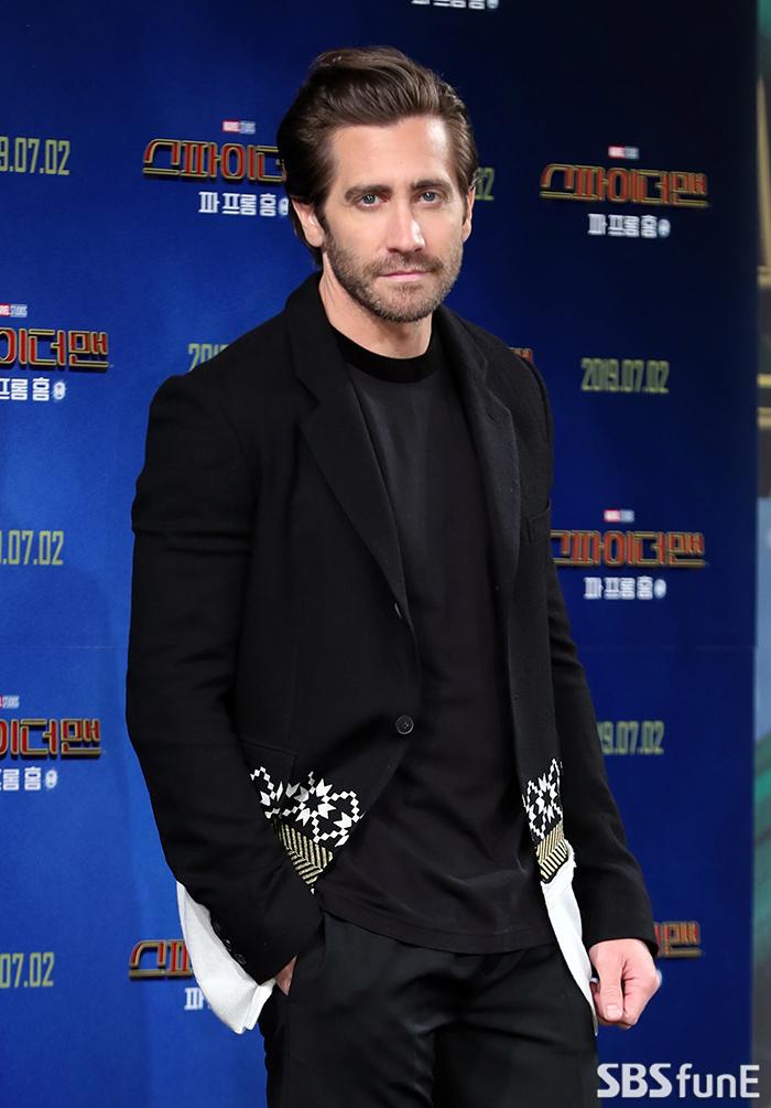 jake gyllenhaal director bong 1