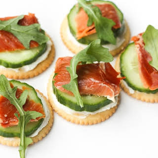 Smoked Salmon and Cream Cheese Cracker Bites.