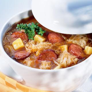 Pikanter Sauerkraut Wurst-Eintopf