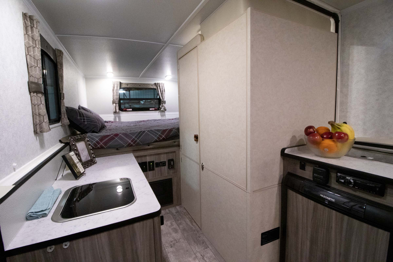 roomy feeling pop up camper with dry bath