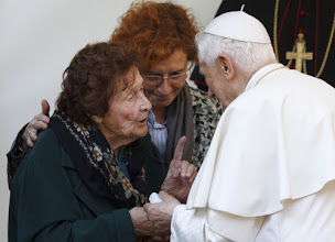 Photo: Pope Benedict XVI talks with Enrichetta Vitali, 91, during a visit Nov. 12 to a home for the elderly run by the Sant'Egidio Community in Rome. (CNS photo/Paul Haring) (Nov. 12, 2012) See POPE-ELDERLY Nov. 12, 2012.