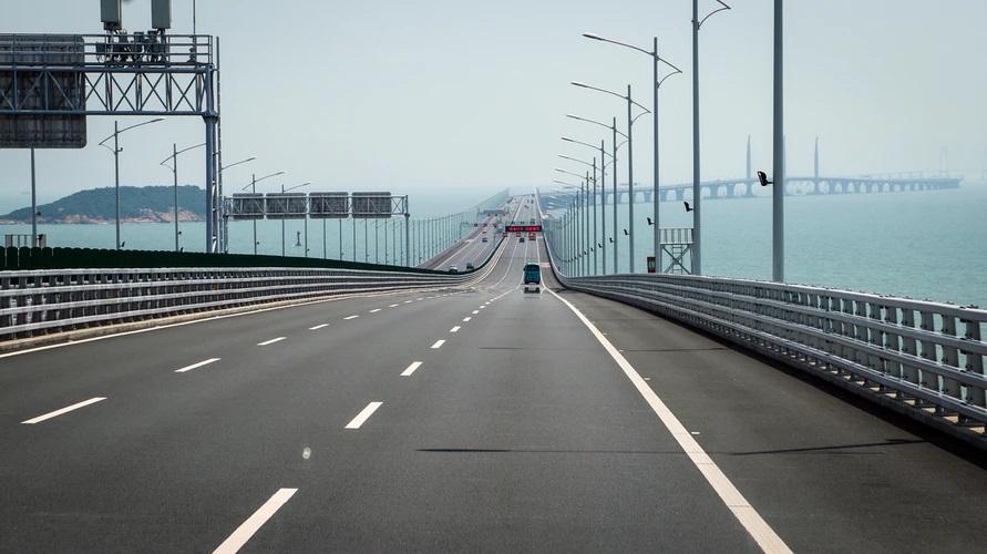 A ponte Hong Kong-Zhuhai-Macau se configura como um dos projetos mais ambiciosos da China. (Fonte: Unsplash/Reprodução)