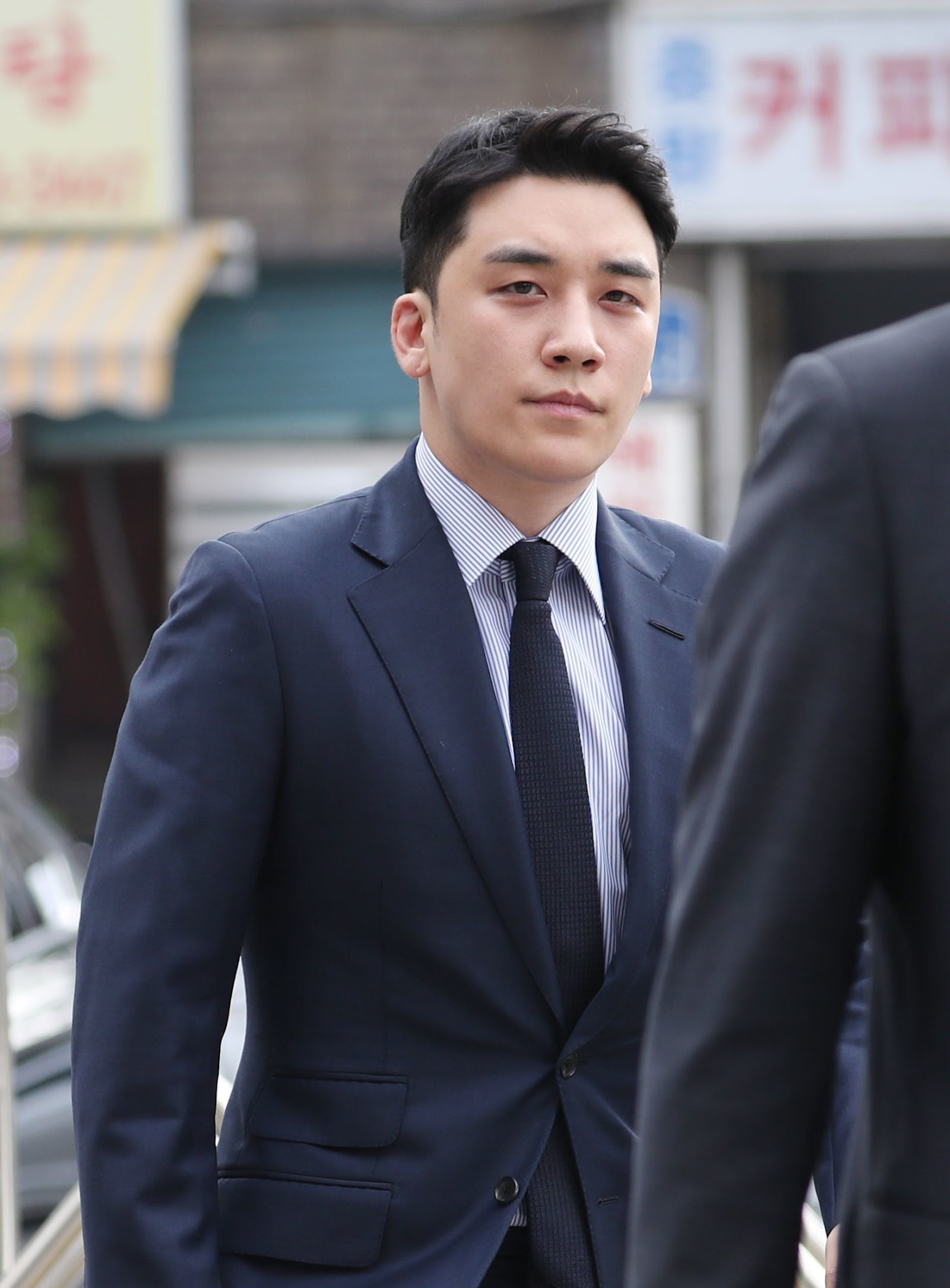 seungri enlist march 1