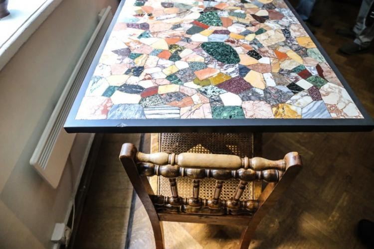 Мозаика - как декор кухонного стола