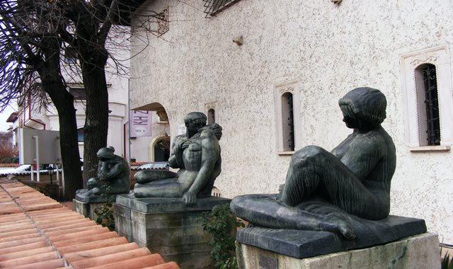 STATUES IN FRONT OF ZAMBACCIAN MUSEUM BUCHAREST