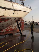 Photo: L'ensemble de la carène est passée au jet avan mise en peinture