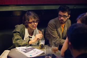 Photo: Johanna 'roju' Rojola keskustelee ystäviensä kanssa