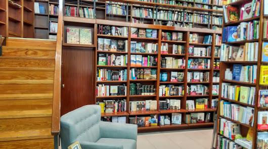 Librería de ida y vuelta. Nobel Almería  inicia etapa con nueva dirección