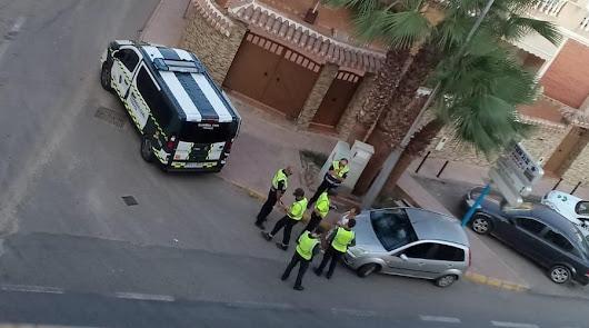 Instantes de la detención de la conductora ebria en Cuevas del Almanzora.