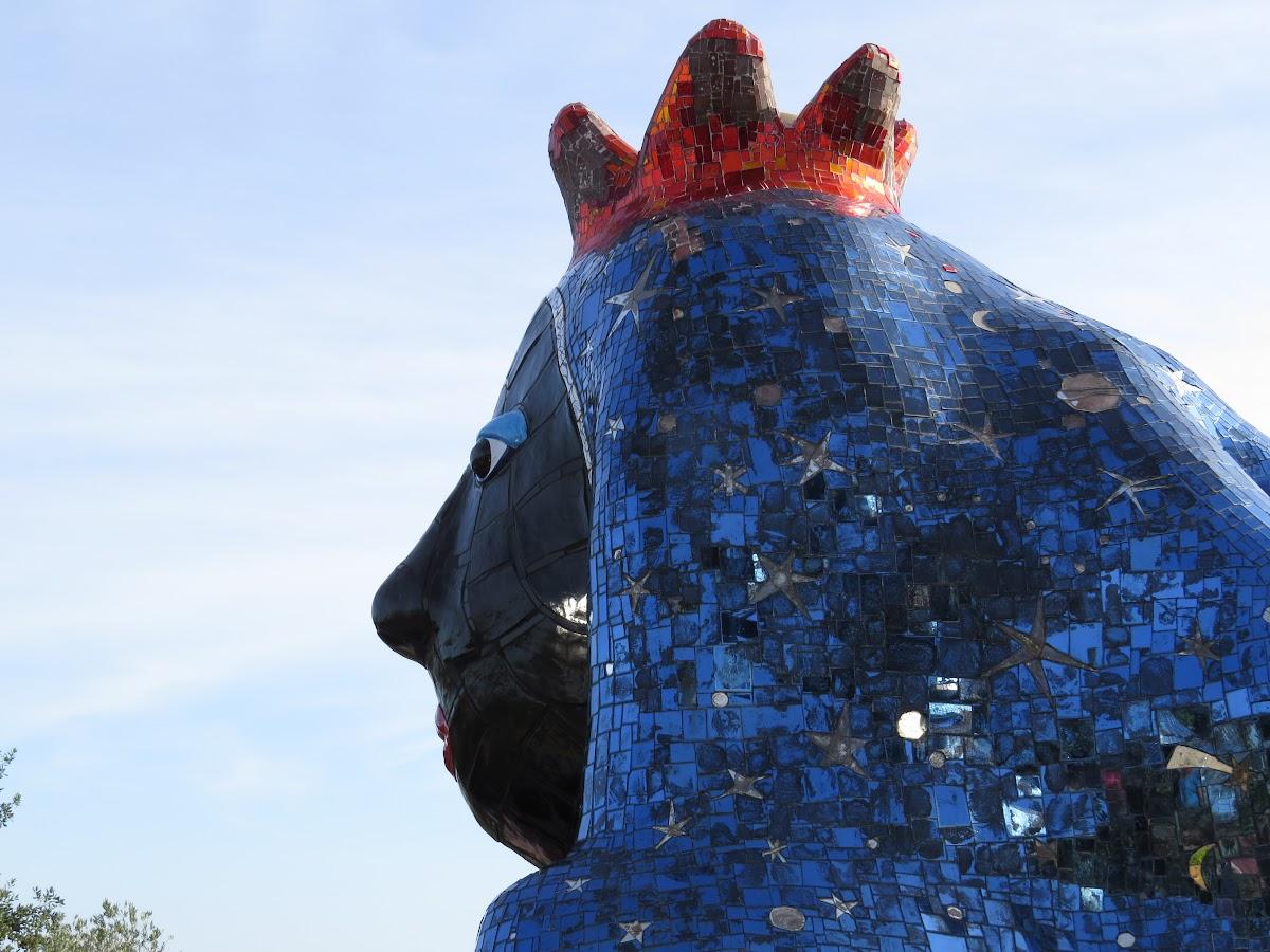 Niki de Saint Phalle, L'Imperatrice-Sfing, Giardino dei Tarocchi, Capalbio